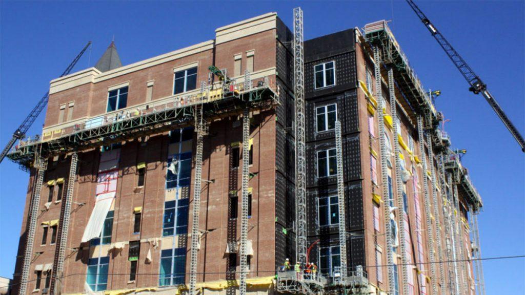 mast climbing scaffolding